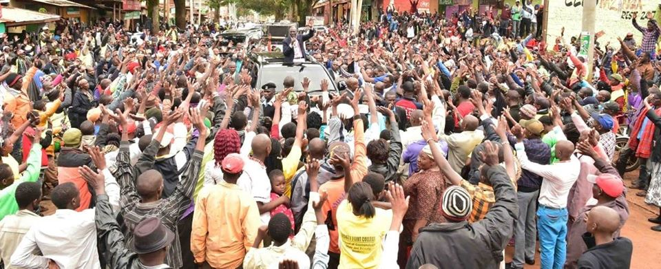 Huge Crowd Line Streets To Greet Ruto in Machakos [PHOTOS]